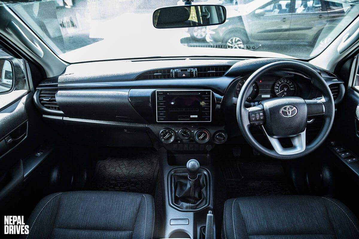 Toyota Hilux 2.4L Edition 11