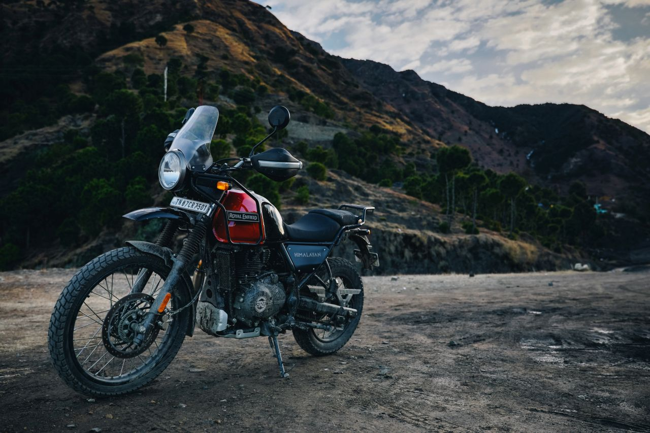 bs vi royal enfield himalayan rock red outdoor 1 21d0