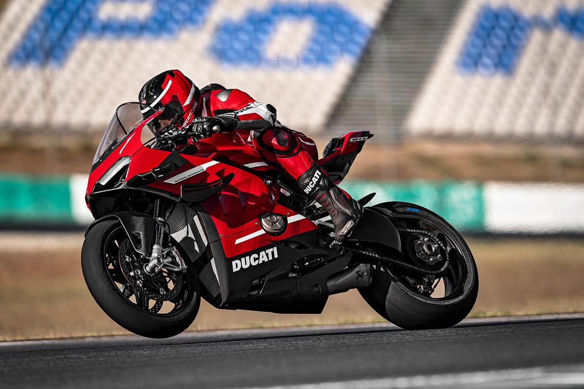 01 Ducati Superleggera V4 Action UC145860 High