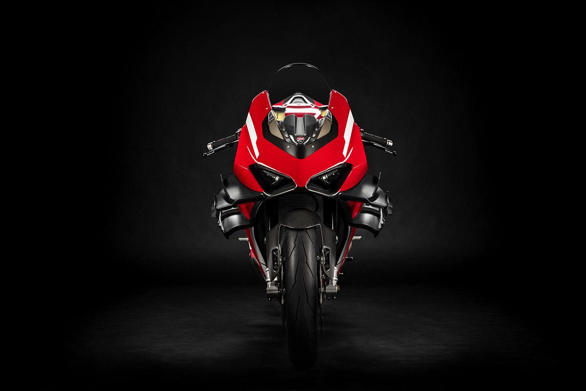 04 Ducati Superleggera V4 UC145952 High