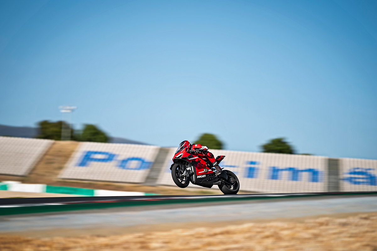 10 Ducati Superleggera V4 Action UC145857 High
